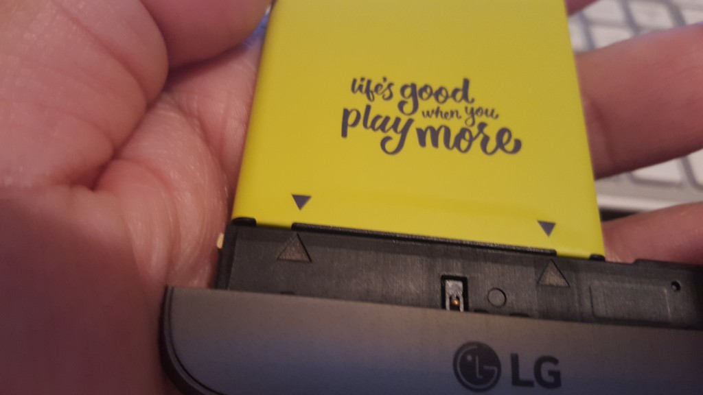 LG G5 battery and module triangles align