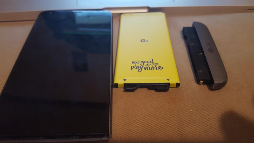 LG G5 components taken apart