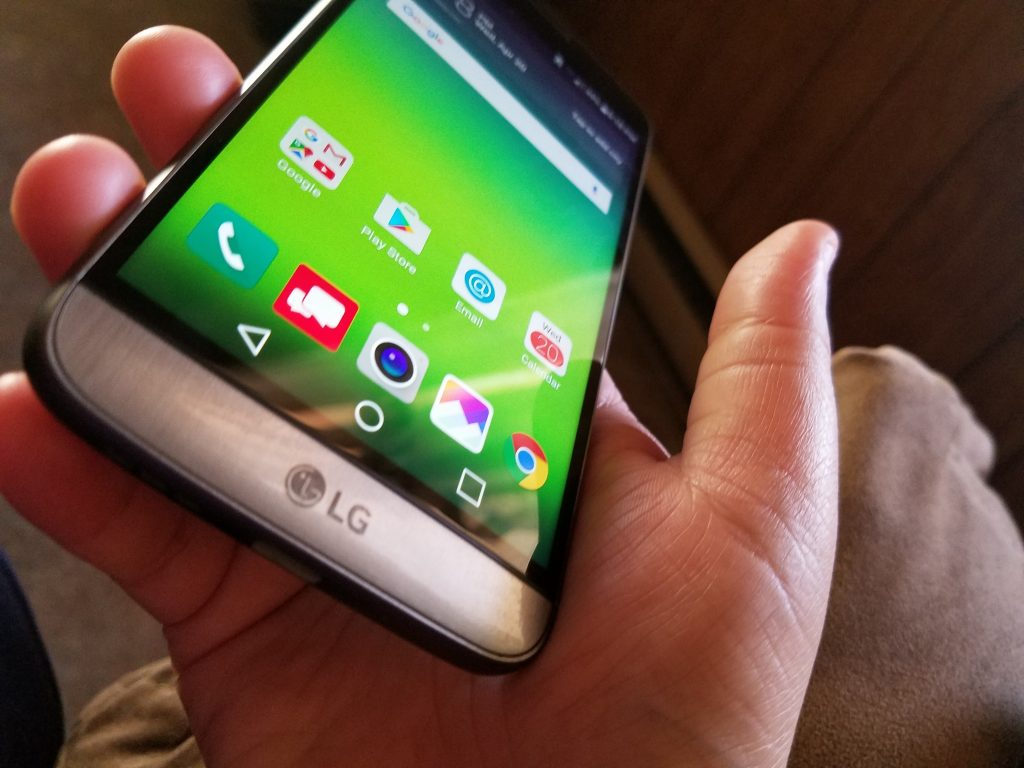 lg g5 in hand right side lean