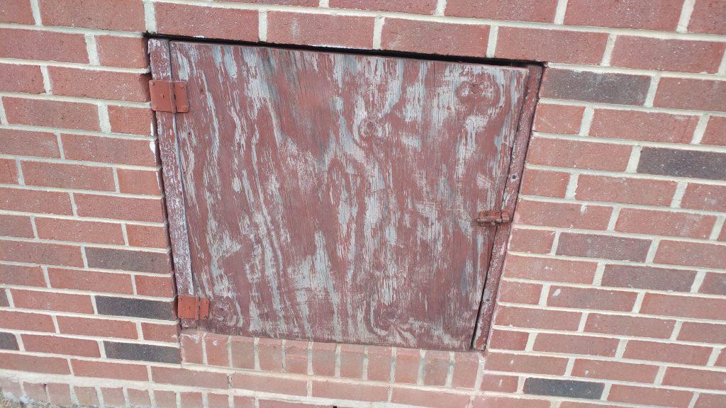 S7 edge review LG G5 door on brick